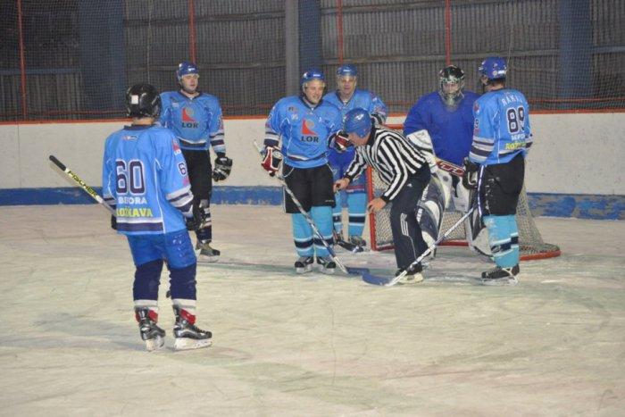 Ilustračný obrázok k článku Gemerská amatérska hokejová liga štartuje: Na ľade uvidíme až 6 tímov, tu je rozpis zápasov