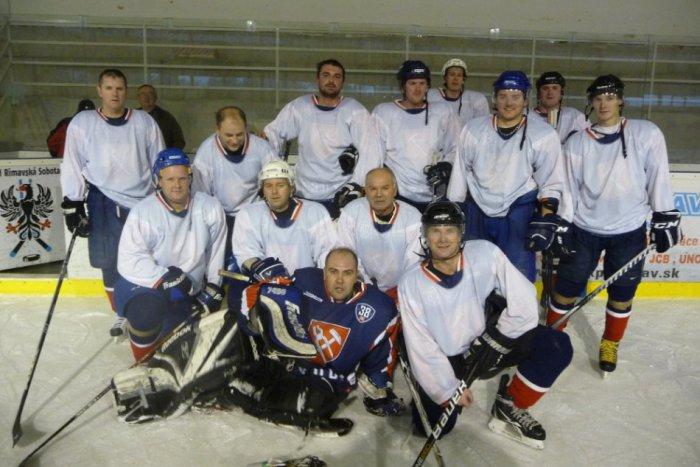 Ilustračný obrázok k článku Boj revúckych hokejistov v play off: Výhra aj napriek hendikepu