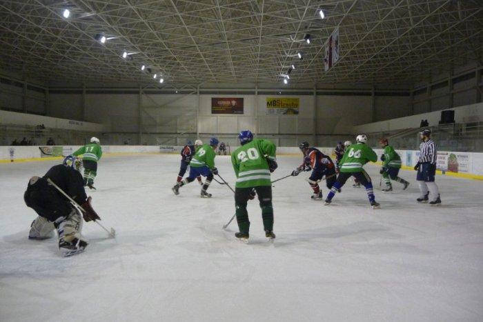 Ilustračný obrázok k článku Počas zápasu sa zranil brankár, hokej museli mimoriadne ukončiť