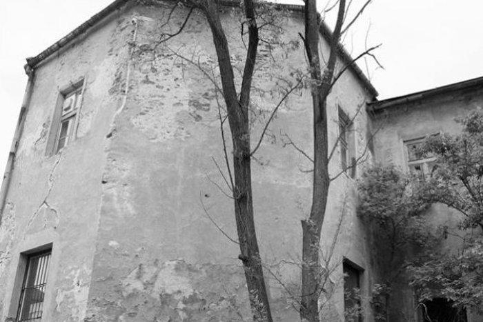 Ilustračný obrázok k článku Vzácna, ale schátraná: Bystrická bašta je v kritickom stave, svitá však na lepšie časy