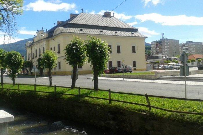 Ilustračný obrázok k článku Situácia v Revúckom okrese sa zlepšuje: Zmeny sa dotknú aj fungovania mestského úradu