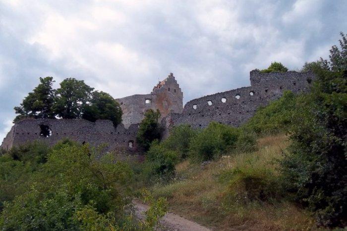 Ilustračný obrázok k článku Náš tip na letný výlet: Čo ponúka návštevníkom Topoľčiansky hrad?