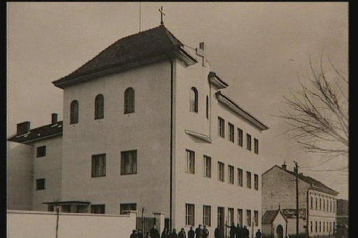Ilustračný obrázok k článku Čierny deň v histórií Topoľčian: Falošná správa spôsobila hystériu