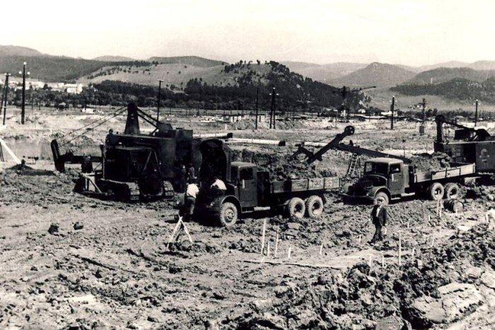 Ilustračný obrázok k článku Horúce leto v Žiari pred 60-timi rokmi: Takto sa spúšťala hlinikáreň...