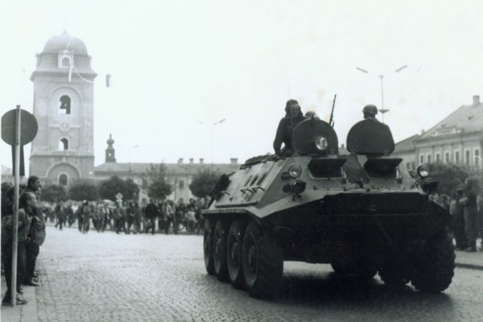 Ilustračný obrázok k článku Pozrite si unikátne fotky: Mrazivé momenty z augusta 1968 v uliciach Brezna