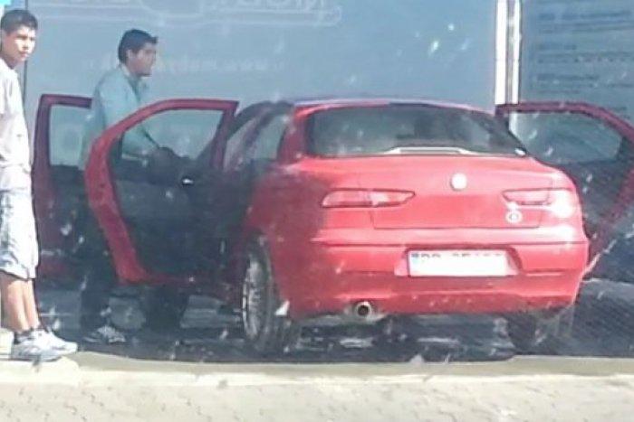 Ilustračný obrázok k článku Toto video dobýja internet: Umývanie auta v Poprade ako z A je to!
