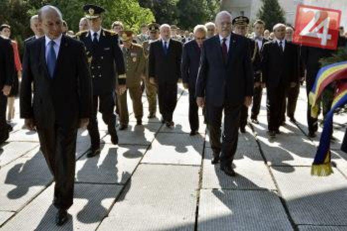 Ilustračný obrázok k článku Prezident aj premiér SR na oslavách SNP: Slováci by mali zdvihnúť hlavu hore