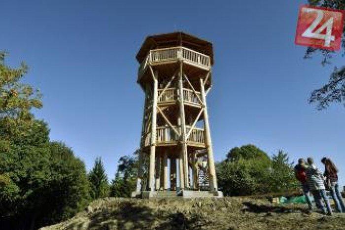 Ilustračný obrázok k článku Parádny výhľad na Kremnické vrchy: Nová rozhľadňa tesne pred otvorením