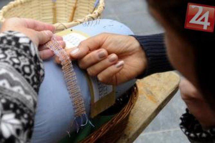 Ilustračný obrázok k článku Nevšedné výrobky Soni Bezuchovej: Jej kabelky z čipky tromfli všetkých
