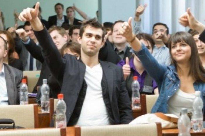 Ilustračný obrázok k článku Projekt prepája vysoké školy s firmami: Už tento rok do podnikov pôjdu tisíce študentov