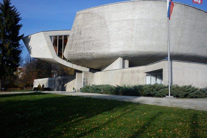 Ilustračný obrázok k článku Jedinečný projekt Múzea SNP: V Bystrici digitalizujú tisíce exponátov zo slovenských zbierok
