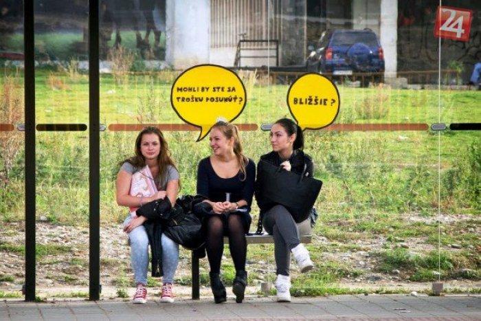 Ilustračný obrázok k článku Nevšedný nápad na košických zastávkach MHD: Bubliny nenechajú nikoho ticho sedieť :)