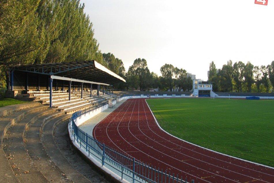Ilustračný obrázok k článku Osud futbalových stánkov v Zámkoch: Moderné centrum alebo zbytočný luxus?