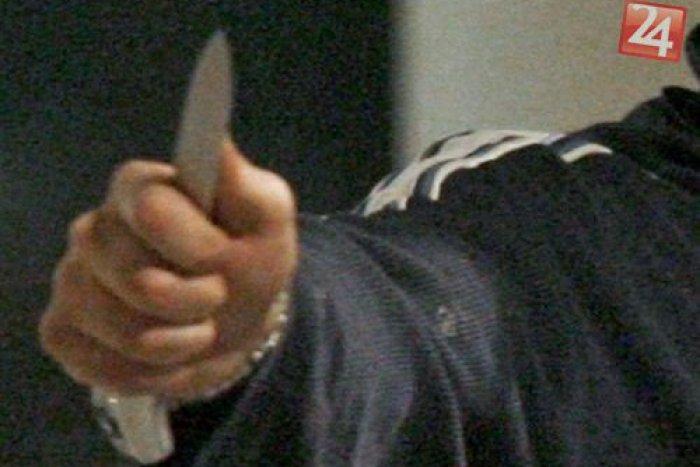 Ilustračný obrázok k článku Dráma na nitrianskom sídlisku Klokočina: Muž skončil nahý s nožom v chrbte