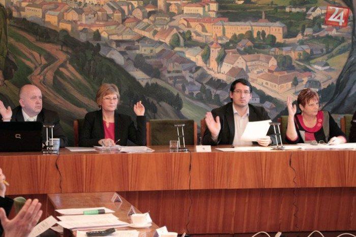 Ilustračný obrázok k článku Čo poviete na tieto čísla: TOĽKOTO zarábajú mestskí poslanci a primátorka v Kremnici!