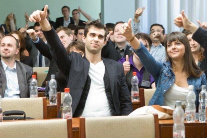 Ilustračný obrázok k článku Vysokoškoláci získajú skúsenosti: Od firiem dostali viac ako 150 ponúk na dlhodobú prax