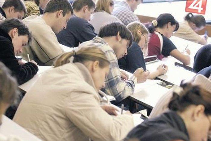 Ilustračný obrázok k článku Uvažujete nad univerzitou? Vďaka tejto škole nebudete mať v budúcnosti núdzu o prácu!