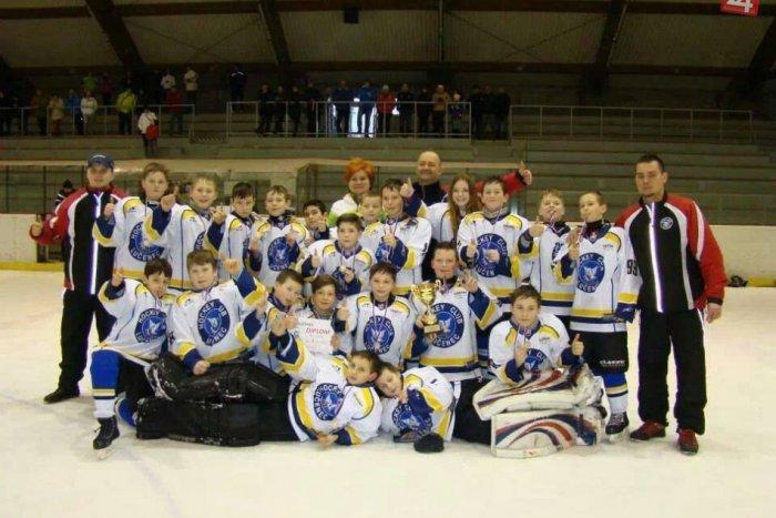 Ilustračný obrázok k článku Napínanavý súboj Lučenec - Brezno: Takto sa pobili v turnaji naši najmladší hokejisti