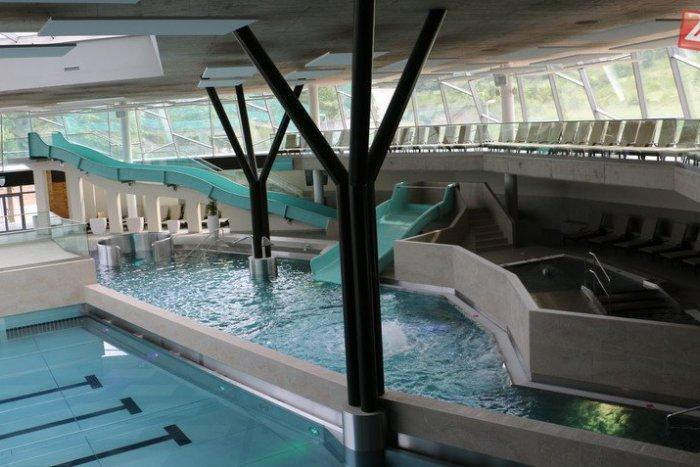Ilustračný obrázok k článku Liečivá voda v novom aquaparku na Šírave: Kúpať sa naozaj nebudeme v hocičom!