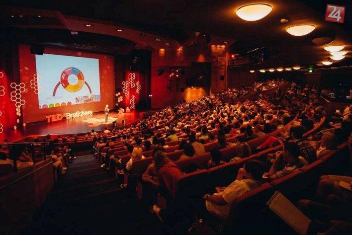 Ilustračný obrázok k článku Na TEDxBratislava príde aj konštruktér lietajúceho auta. Sledovať to môžete naživo na webe