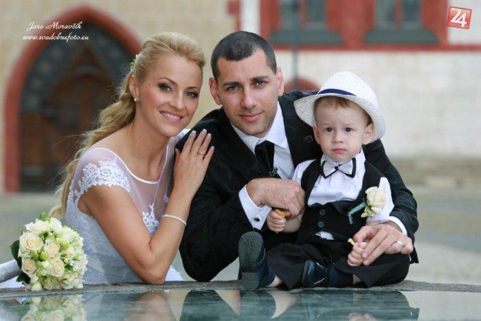 Ilustračný obrázok k článku Známa tvár v bielych šatách: Krajská policajná hovorkyňa sa vydala. FOTO zo svadby