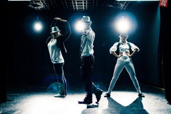 Ilustračný obrázok k článku Michael Jackson ožil v Nitre: Tanečné skupiny sa spojili v parádnom videu!