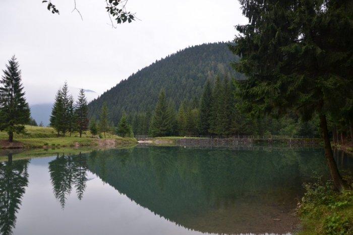 Ilustračný obrázok k článku Čutkovská priehrada je znova plná vody: Stojí zato, ísť sa pozrieť na jej čistotu!