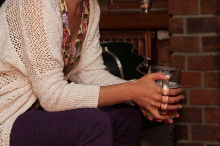 Ilustračný obrázok k článku Pre alkohol Janu (50) vysťahovali do pivnice. Po štyroch rokoch abstinencie ju deti prijali späť
