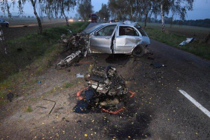 Ilustračný obrázok k článku Mladík (27) nezvládol riadenie a vletel do áut a stromov: So zraneniami skončil v nemocnici!