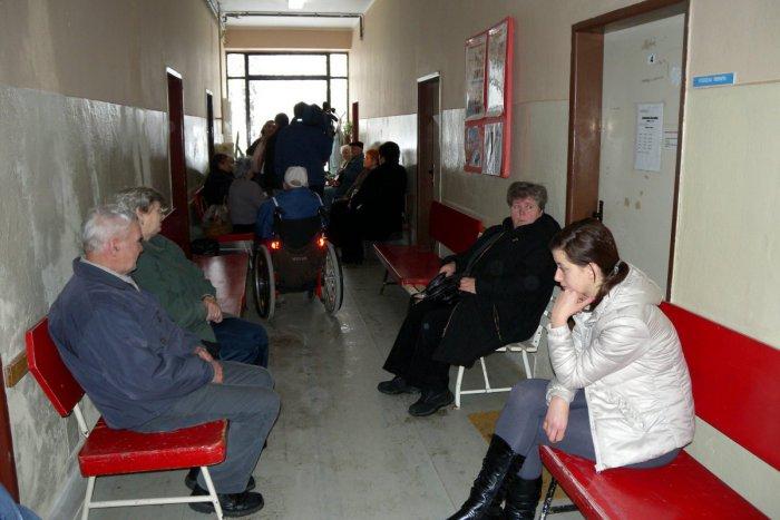 Ilustračný obrázok k článku Spokojnosť ľudí s nemocnicami: Pozrite, ako pacienti oznámkovali tú v Topoľčanoch!