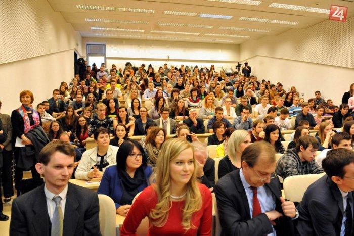Ilustračný obrázok k článku Šanca pre vysokoškolákov: Takmer 200 z vás môže získať prax vo firmách
