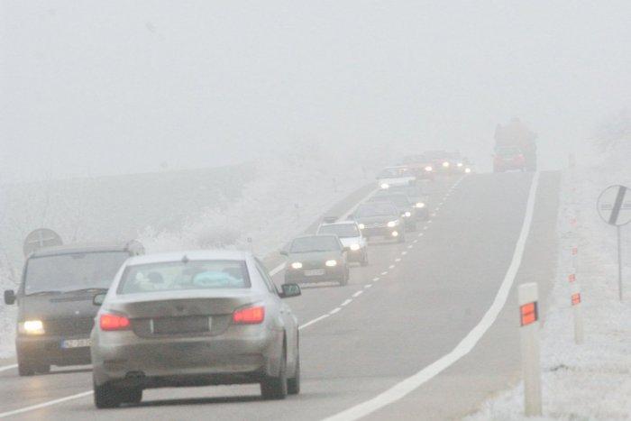 Ilustračný obrázok k článku Vodiči, dávajte pozor! Meteorológovia hlásia v okrese Brezno hmly na cestách