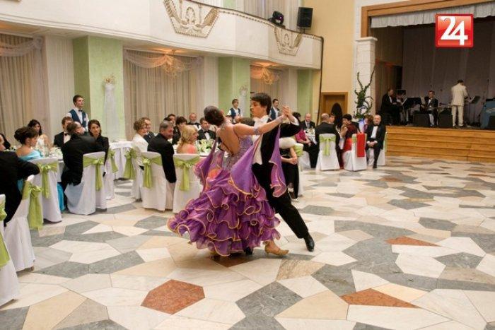 Ilustračný obrázok k článku V Topoľčanoch sa budeme zabávať naozaj vo veľkom: Čaká nás Umelecký ples v štýle 20. a 30. rokov