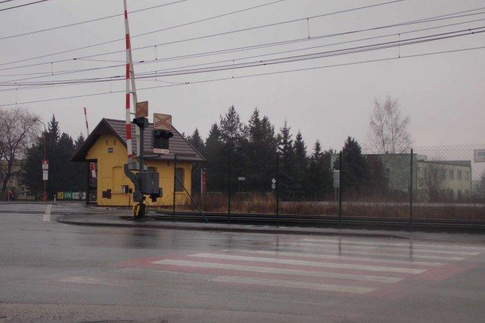 Ilustračný obrázok k článku Nehoda na priechode pri železničnom priecestí vyvolala búrlivé reakcie: Ľudia sa dožadujú osvetlenia!
