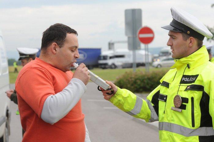 Ilustračný obrázok k článku Polícia obvinila troch vodičov, ktorí mali šoférovať pod vplyvom alkoholu