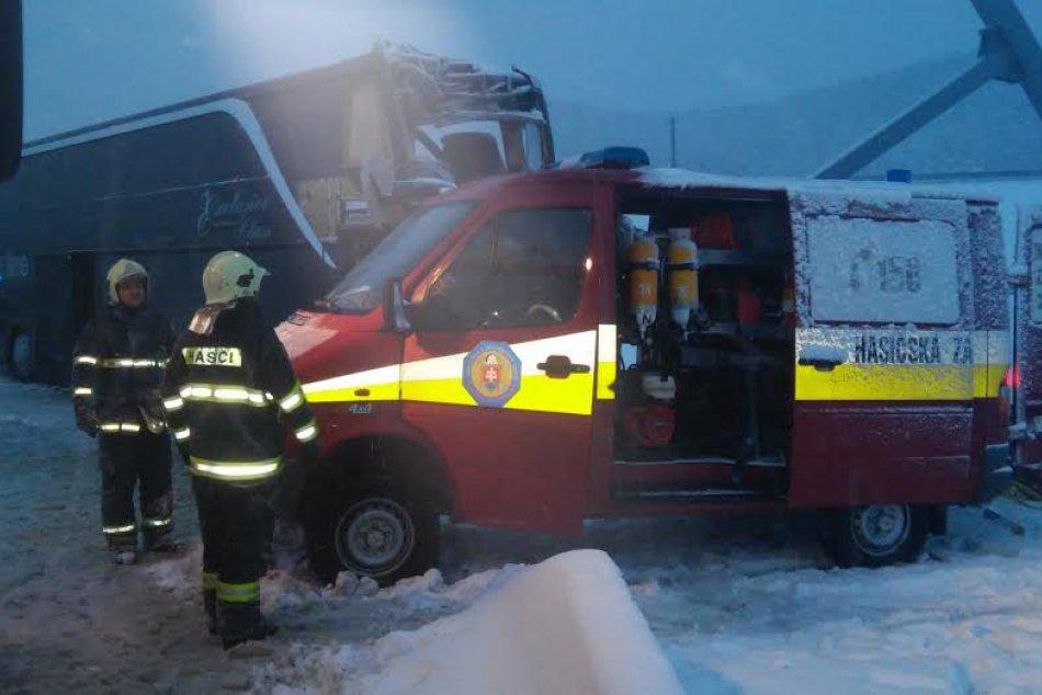 Ilustračný obrázok k článku Vodič autobusu, ktorý havaroval pri Spišskom Štvrtku, nehodu prežil: Najťažšie prípady sú v popradskej nemocnici