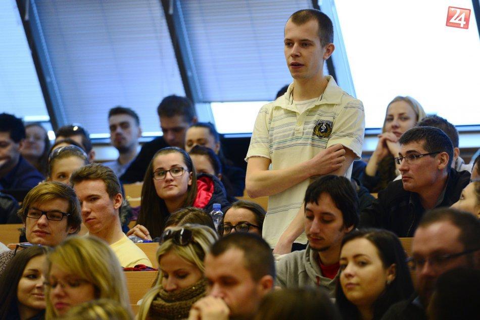 Ilustračný obrázok k článku Do štátnej správy chcú zlákať absolventov prestížnych univerzít: Podporia ich štipendiom