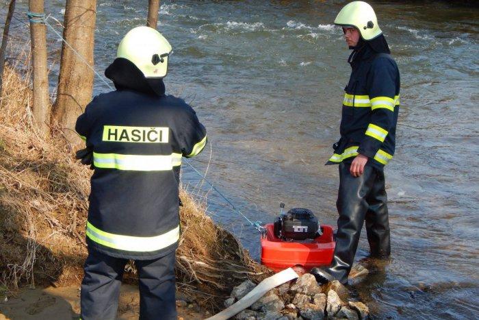 Ilustračný obrázok k článku Taktické cvičenie v Jelšave: Dobrovoľní hasiči prešli školením a následne dostali hlásenie o požiari