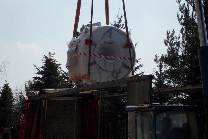 Ilustračný obrázok k článku V akcii špeciálny kamión i žeriav: Do Spišskej už doviezli  6-tonový kolos magnetickej rezonancie