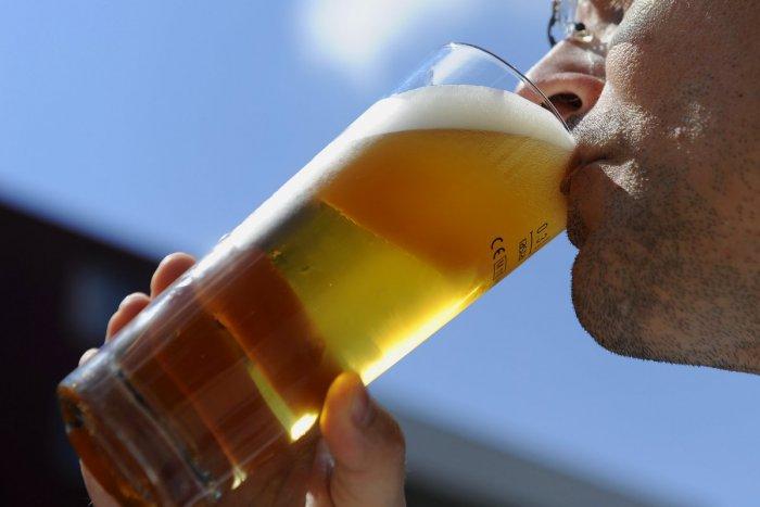 Ilustračný obrázok k článku Za pivo sa v Starom Meste buchnete po vačku. Zistili sme koľko stojí zlatý mok v historickom centre Bratislavy