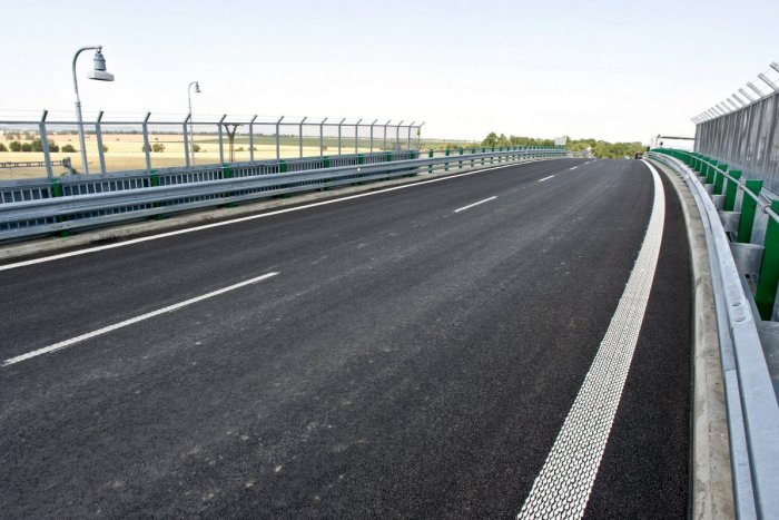 Ilustračný obrázok k článku Správa o diaľnici, čo tak rýchlo nebude, pobúrila Lučenčanov: Chcú nás odstaviť od civilizácie!