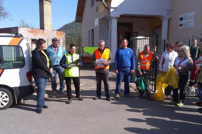 Ilustračný obrázok k článku Čistenie okolia rieky Slanej v Plešivci: Ľudia vyzbierali desiatky vriec odpadu!