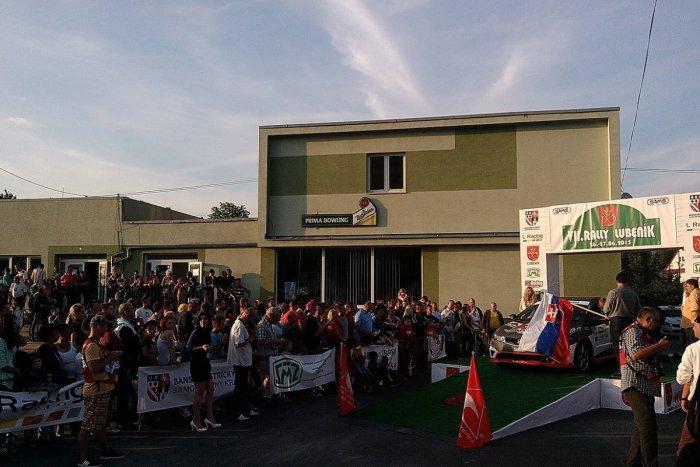 Ilustračný obrázok k článku Pretekári zavítali na Gemer do obce Lubeník: Na slávnostnom štarte nechýbal ani Kotleba + FOTO