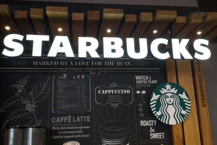 Ilustračný obrázok k článku Fenomén Starbucks už aj v Bratislave! Pozrite sa, ako vyzerá automat na obľúbenú kávu a koľko za ňu zaplatíte
