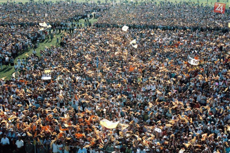 Ilustračný obrázok k článku Unikátne archívne FOTO: Takto sme pred dvadsiatimi rokmi vítali  Jána Pavla II. v Nitre!
