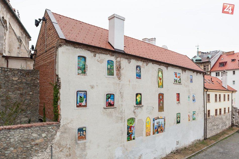 Ilustračný obrázok k článku Chátrajúcu budovu pri Dóme opäť rozžiarili maľby