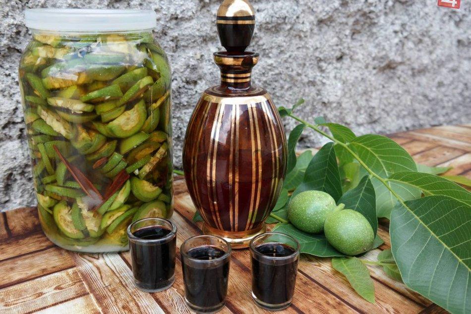 Ilustračný obrázok k článku Topoľčianec prezradil recept na špeciálnu medicínu: Urobte si doma likér zo zelených orechov!