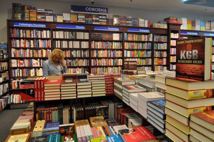 Ilustračný obrázok k článku Prehľad cien knižných titulov: Viete, v ktorom kníhkupectve dostanete obľúbenú publikáciu lacnejšie?