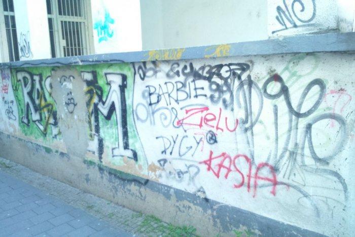 Ilustračný obrázok k článku Projekt, ktorý nemá na Slovensku obdobu: Bystrickú uličku vymaľujú siluetou mesta!
