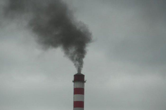 Ilustračný obrázok k článku Keď to zbadal, neváhal a cvakal: FOTKY čitateľa zachytili čierny dym v Žiline, čo sa to deje?